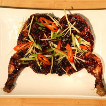 מתכון עוף ברוטב הויסין, צ'ילי וג'ינג'ר